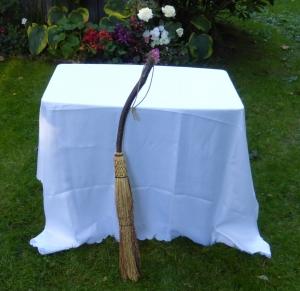 broom-table