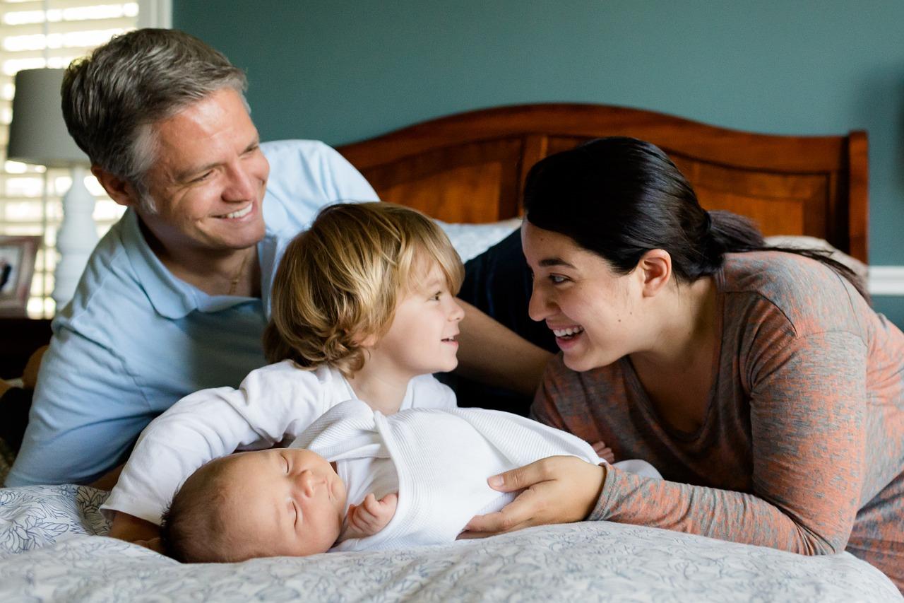 baby-family-457235_1280